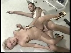 Granny in the gym gets laid