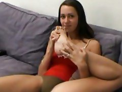 Sexy girl sucks on her toes