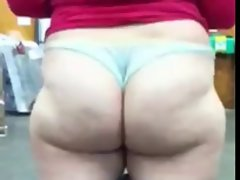 phat ass white chick showing what she&amp,#039,s got