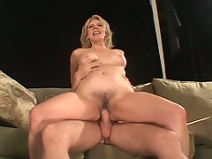 Mature cunt sucks and fucks a younger guy