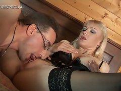 Virginia milf gets her pussy eaten
