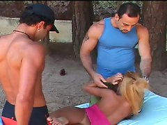 Amateur sex movie with one tranny babe and two dude