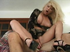 Kinky mature blonde bitch Greta Carlson gets herself pampered by this...