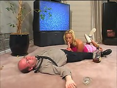 Brandy Starz grabs the oppurtunity of drenching her scarced pussy...