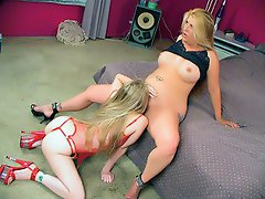 Naughty blondies Kandi Hart and Joclyn Stone were so bored one day...