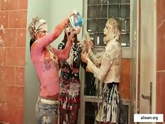Wet and messy catfight in toilet from allwam