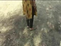 desi grils road side peeing