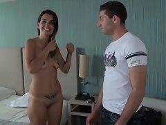 Adriana se tape son beauf pour se venger de son mec !
