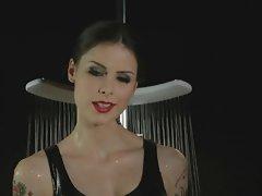 Lena Mayer Landrut unter der Dusche
