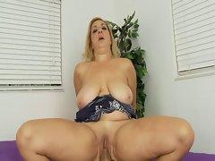 Cute bbw Sophia-Roko clip