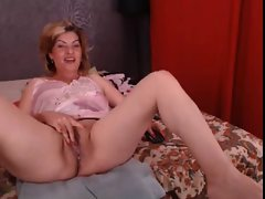 Attractive Mamma blond n 2