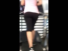 amazing big naughty butt blondie lass at gym!