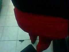 Madura Culona De Rojo En Una Tienda