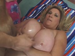 Big Blond Attractive mature R20