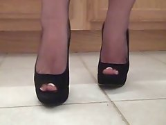 NYLON TOES IN PEEP TOES